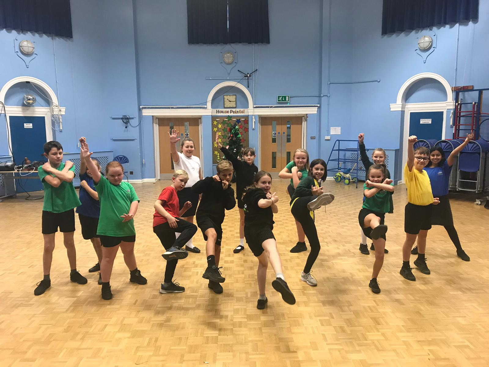 https://www.therightstepdc.co.uk/wp-content/uploads/2020/07/Greenfields-Primary-School-Super-heroes-dance-Right-Step.jpg