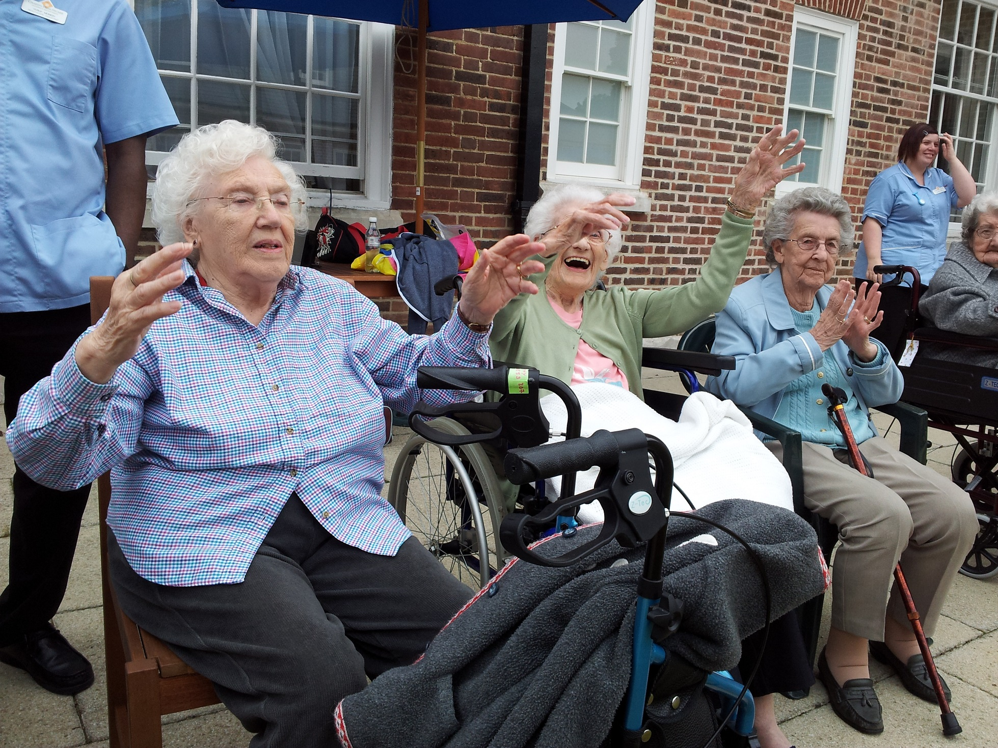 https://www.therightstepdc.co.uk/wp-content/uploads/2020/07/Socially-Distant-Out-door-dance-Active-Armchairs-Right-Step.jpg
